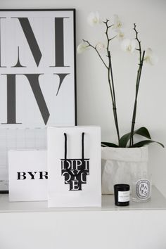 Homevialaura | scented candles | diptyque Baies | Byredo Bibliothèque | Uashmama paper bag | white orchid | Playtype poster
