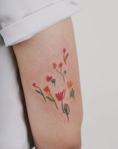 Doodle flower Tattoo. INKEDWALL #ink #tattoo Should I Get A Tattoo, Inspiration Tattoos, Tattoo Ideas, Flower Doodles, Tatting, Tattoo Designs, Instagram, Tatoos, Moon