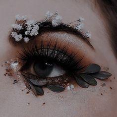 Aesthetic Eyes, Classy Aesthetic, Aesthetic Images, Aesthetic Makeup, Aesthetic Vintage, Aesthetic Photo, Aesthetic Art, Eye Makeup Art, Eye Art