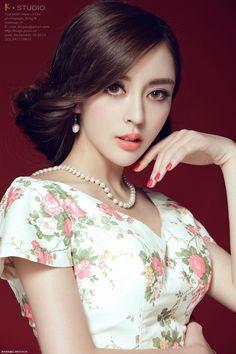 as seen on Daily Chinese Beauties Beautiful Chinese Women, Beautiful Asian Girls, Ideal Beauty, Asian Beauty, Cheongsam Dress, How To Pose, Models, Asian Woman, Female Bodies