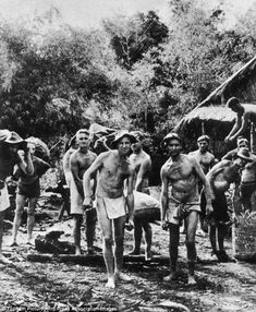 Second World War Allied prisoners working on the notorious Burma-Siam railway. Many thousands died during their ordeal Us Marines, Nagasaki, Hiroshima, Burma Railway, Bataan Death March, Prisoners Of War, Iwo Jima, Historical Pictures, Vietnam War