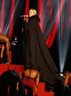 Brit Awards 2015: Del exitoso 'look' de Taylor Swift al 'outfit' de Madonna que la hizo rodar 'por los suelos'