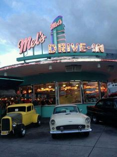 Aesthetic Photography photography food photo vintage indie cars retro yum neon American America diner Fast Food universal milkshakes universal studios mels drive thru i love this place drive in American Diner 70s Aesthetic, Aesthetic Vintage, Aesthetic Pictures, Aesthetic Pastel, Aesthetic Bedroom, Photo Vintage, Vintage Photos, Retro Photography, Photography Aesthetic
