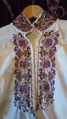 Traditional Outfits, Women, Fashion, Hardanger, Needlepoint, Embroidery, Moda, Fashion Styles, Fashion Illustrations