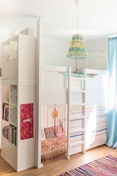 Einrichtungsideen und Deko für das Mädchen Kinderzimmer mit selbst gebautem Hochbett und Deko im Boho Hippie Look