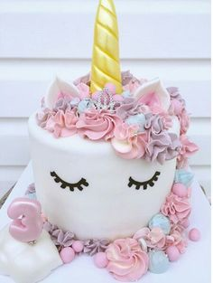 Birthday is a special day for everyone, and a perfect cake will seal the deal. Fantasy fictions create some of the best birthday cake ideas. Pretty Cakes, Cute Cakes, Unicorn Birthday Parties, Birthday Cake, Birthday Ideas, Unicorn Foods, Unicorn Cakes, Unicorn Head, Rainbow Unicorn