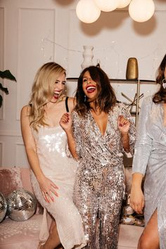 101 Classy & Festive New Year's Eve Outfit Ideas for 2020 To Sparkle The Holiday Away (Christmas Too) - - 101 Classy & Festive New Year's Eve Outfit Ideas for 2020 To Sparkle The Holiday Away (Christmas Too) – Hello Bombshell! Source by naturalmentedonne New Years Eve Dresses, New Years Outfit, Fashion Moda, Fashion Week, Fashion 2020, Party Fashion, Disco Fashion, Holiday Fashion, Ny Dress