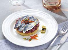 Sablé au thym, sardines grillées et compotée d'oignons en anchoïade Avec les lectrices reporter de Femme Actuelle, découvrez les recettes de cuisine des internautes : Sablé au thym, sardines grillées et compotée d'oignons en anchoïade