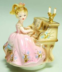 boite ronde a bijoux figurine assise kitch