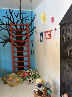 puolapuut,värit sisustuksessa,diy,lastenhuone,värikäs koti