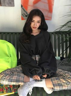 Korean Fashion Trends you can Steal – Designer Fashion Tips Ulzzang Fashion, 80s Fashion, Look Fashion, Skirt Fashion, Daily Fashion, Fashion Outfits, Womens Fashion, Fashion Trends, Winter Fashion