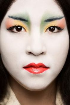 Japanese women often try to make their skin appear even more pale through the use of cosmetics -- traditionally, this was achieved with rice flour. Rice flour and other bird-dropping derived face powders have been used for centuries.