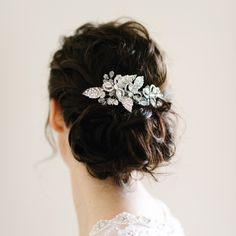 Pearl & Ivory is an online bridal boutique specializing in modern, elegant and timeless bridal jewellery, hair accessories and luxury wedding invitations. Dress Hairstyles, Bride Hairstyles, Pretty Hairstyles, Wedding Hair And Makeup, Bridal Makeup, Loose Updo, Luxury Wedding Invitations, Wedding Planner, Ivory Wedding