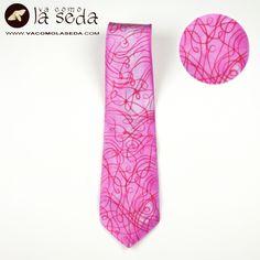 Original hand-painted silk tie.  Original corbata de seda pintada a mano.