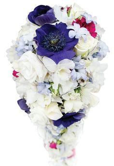Wiązanka ślubna z mocnymi, fioletowymi anemonami