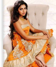 Amala Paul Vijay is an Indian film actress, who works in. Indian Film Actress, South Indian Actress, Indian Actresses, Amala Paul Hot, Bollywood Actress Hot, Cute Beauty, Traditional Dresses, Indian Beauty, Indian Outfits