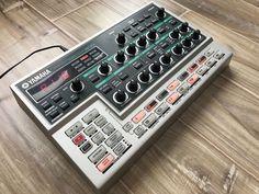 YAMAHA DX200 FM Desktop Synthesizer Loop Factory Groovebox DX 200 | eBay Music Machine, Drum Machine, Sound Stage, Dj Equipment, Music Production, Studio Design, Totally Awesome, Music Stuff, Musical Instruments