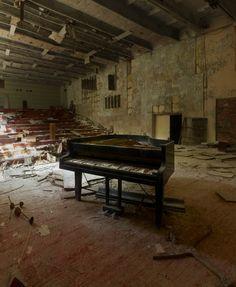 003-The-Piano-by Perttu Saksa
