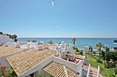 Recently reduced Town House with fantastic sea views set in a beachfront community in Calahonda, Mijas Costa, located within a short walk from the beach and amenities and a 10 minute drive from La Cala and 20 from Marbella.
