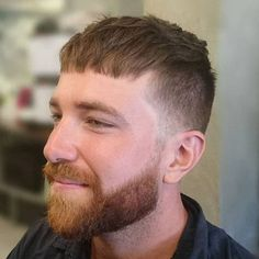 If you're bored with basic crew and buzz cuts, or looking for a short men's haircut that's more unique, check out our top 25 modern Caesar haircut styles. Hipster Haircuts For Men, Hipster Hairstyles, Cool Hairstyles For Men, Cool Haircuts, Men's Hairstyles, Growing Your Hair Out, How To Cut Your Own Hair, Hipster Man, Moda Masculina