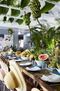 Mother and Daughter duo, Byron Bay, Australia. Dinner Table Set Up, Brunch Table, Jungle Decorations, Table Decorations, Havana Nights Party Theme, Havana Party, Cuban Party, Latin Party, Cuban Decor