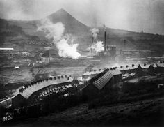 W. Eugene Smith // GREAT BRITAIN. Wales. 1950. A Welsh coalmining town.