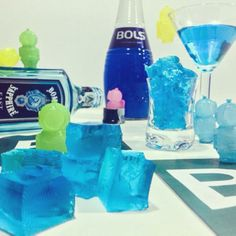 Br35Ba56 #deepdivers #BreakingBad #Bombay #bombaysapphire #BlueCuraçao #bols #TheSapphireAlpine #SapphireMartini #gin #blue #jelly #gelatine #drink #drinks #slurp #mirkoskitchen #benessere #tuttalavita #comesenoncifosseundomani #dazeus #machebene #liquor #yum #yummy #instagood #cocktail #cocktails #drinkup #glass #ice