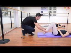 Clase de gimnasia de ballet y estiramiento. Rutina diaria.
