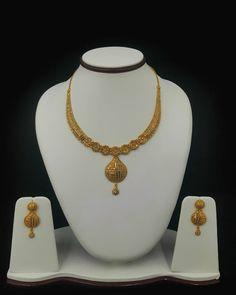 ~Simple yet elegant~ Gold Jhumka Earrings, Gold Bridal Earrings, Gold Necklace, Bridal Necklace, Gold Choker, Short Necklace, Gold Ring Designs, Gold Jewellery Design, Golden Jewelry