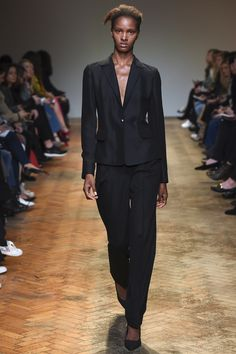 See the complete Barbara Casasola Fall 2016 Ready-to-Wear collection.