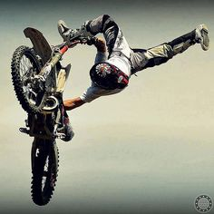 Stunting #Motorcycle #Stunting http://goodhal.blogspot.com/2013/02/moto-photo-043.html
