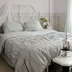 Sisbay French Princess Bedding,Vintage White Grey Ruffle Duvet Cover for Girls,Queen King Romatic Royal Wedding Bed Set,4pcs Sisbay http://www.amazon.com/dp/B00KEK874M/ref=cm_sw_r_pi_dp_W7bTub0R24XH0