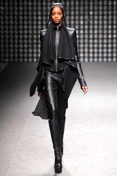 Gareth Pugh Fall 2011 Ready-to-Wear Collection Photos - Vogue Dark Fashion, Leather Fashion, High Fashion, Fashion Show, Womens Fashion, Fashion Design, Steampunk Fashion, Gothic Fashion, Gareth Pugh