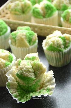 we life is good Easy Cake Recipes, Dessert Recipes, Homemade Stir Fry, Pandan Cake, Steam Recipes, Steamed Cake, Good Food, Yummy Food, Cooking Cake