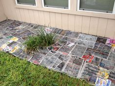 Cheapest and most effective way to keep weeds out of the flower bed. Lay down newspaper, soak it with the water hose, and put mulch on top. Biodegradable and lasts forever! Mulch Landscaping, Front Yard Landscaping, Love Garden, Dream Garden, Lawn And Garden, Gravel Driveway, Cheap Flowers, Little Gardens, Vegetable Garden