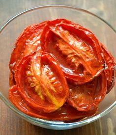 How To Roast Tomatoes - Store them for long term storage. Great Recipes, Vegan Recipes, Yummy Recipes, Emergency Food Storage, Love Eat, Roasted Tomatoes, Fruit And Veg, Base Foods, Food Hacks