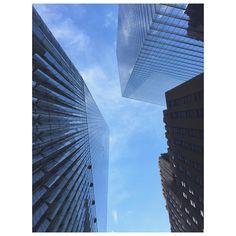 #skyscraper #wtc #1wtc #worldtradecenter #OneWorldTradeCenter #condenast #bluesky #buildings #architecture #newyork #summer #oldvsnew #architects #DanielLibeskind #DavidChilds #FreedomTower  #紐約 #夏天 #世貿中心 #我愛紐約 #天際線 #I❤️NY