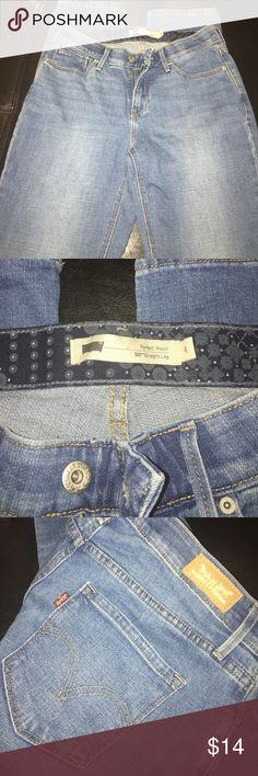 Levi's Perfect waist 525 straight leg jeans Levi's perfect waist 525 straight leg jeans.....blue jeans....Size 4....amazing condition....Slight wash Levi's Jeans Straight Leg