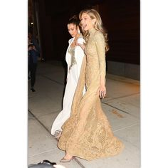 Gigi and Bella Hadid leaving Gigi's apartment for the #GlamourWOTY awards in New York tonight.