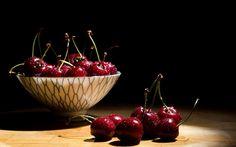 Ciresul aduce putina poezie in orice gradina, pentru ca arata minunat cand infloreste, dar pare parca si mai frumos atunci cand incep sa se coaca primele fructe, pe care copiii le asteapta cu sufletul la gura. Floarea de cires este considerata simbolul delicatetii primaverii, iar fructele sunt apreciate atat pentru aspectul apetisant, cat si pentru …