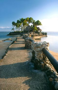 Viti Levu  is home to 70% of the population (about 600,000) and is the hub of the entire Fijian archipelago.