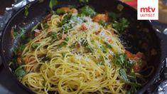 Kaappaus keittiössä -ohjelman kuudennen kauden kolmannessa jaksossa tehtiin helppoja ja herkullisia ruokia, jotka sopivat mainiosti myös välipaloiksi koululaisille. Yksi resepteistä oli Kari Aihisen loihtima legendaarinen pasta all'arrabiata -tomaattipasta. All Arrabiata, Mtv, Pasta, Smoothie, Spaghetti, Ethnic Recipes, Food, Smoothies, Essen