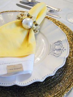 Mesa posta para Natal ou Reveillon - amarelo com dourado - by Michelle Mayrink www.mmayrink.com.br