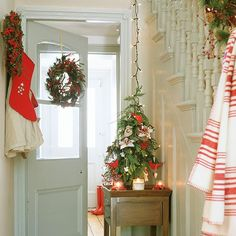 christmas hallway decorating ideas to impress your guests - Christmas Hallway Decorating Ideas
