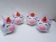 #Alcancias#unicornio#hechosamano#hechosconamor#piggy#bank Pig Baby Shower, Palmer Clay, Flying Pig, Cute Pigs, Joy To The World, Paper Mache, Glass Jars, Cool Toys, Piggy Bank
