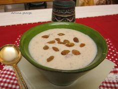 I'm sure all of you had a great Onam, complete with fun, games, dance and music. Hope you celebrated the festival of togetherness wherever you are, with a grand sadya. For those of you who are yet to prepare a grand Onasadya, here is a mouthwateringly delicious payasam recipe. Super simple and taste