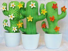 Ein Kaktus als Pinnwand. Die Blüten sind die Pinnadeln. *Bürodekoration Einschulungsgeschenk Einweihung Hochzeit für Geldgeschenke* Der Kaktus ist mit einem Holzstab im Topf...