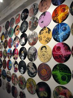 Vinyl record Art Vinyl record Art, could be SUPER cool on one of the DJ room/lounge walls.maybe have Meg or some cool artists go in on a few vinyls ? Vinyl Record Crafts, Art Vinyl, Vinyl Records Decor, Record Decor, Vinyl Decals, Record Wall Art, Cd Wall Art, Art Cd, Ideias Diy