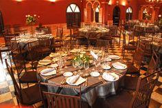 Salón Palacio de la Misión Table Settings, Table Toppers, Palaces, Lounges, Restaurants, Places, Table Top Decorations, Place Settings, Dinner Table Settings