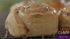 This week on Chow Ciao with @Fabio Viviani: GOOEY CINNAMON BUNS!  Deliciously simple!    Full Episode: http://yhoo.it/SsSMk7  Text Recipe: http://yhoo.it/WEN5ik